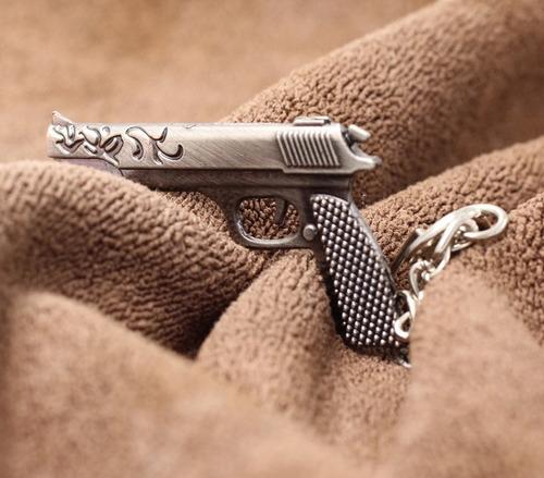 4 llaveros metálicos armas escala pistolas, revolver y puñal