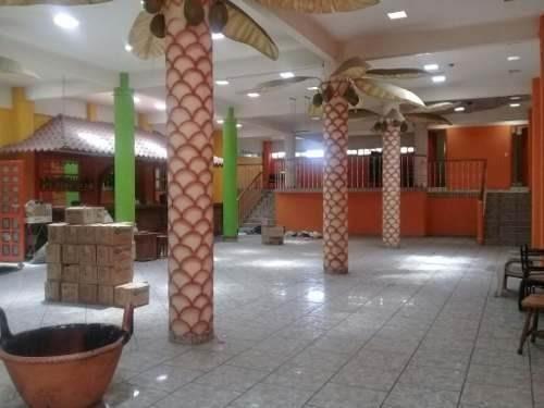 4 locales comerciales, 1 salón de fiestas, 1 bodega, 2 oficinas y terreno de 300m. aprox.