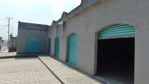 4 localitos comerciales en calle principal