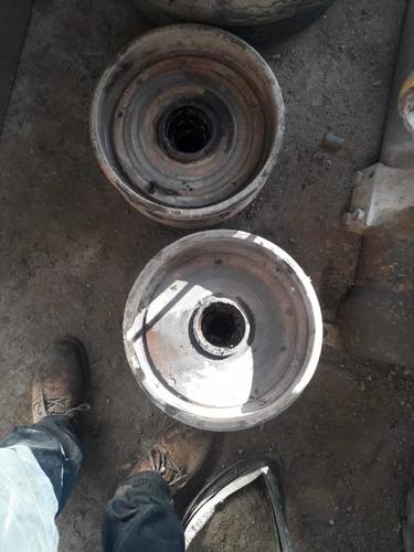 4 masas de tambor con rines para remolque usadas.