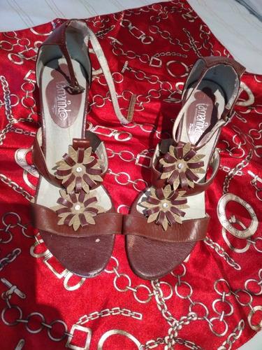 4 pares de zapatos. usados marca: tamarindo, arezzo, viv uno