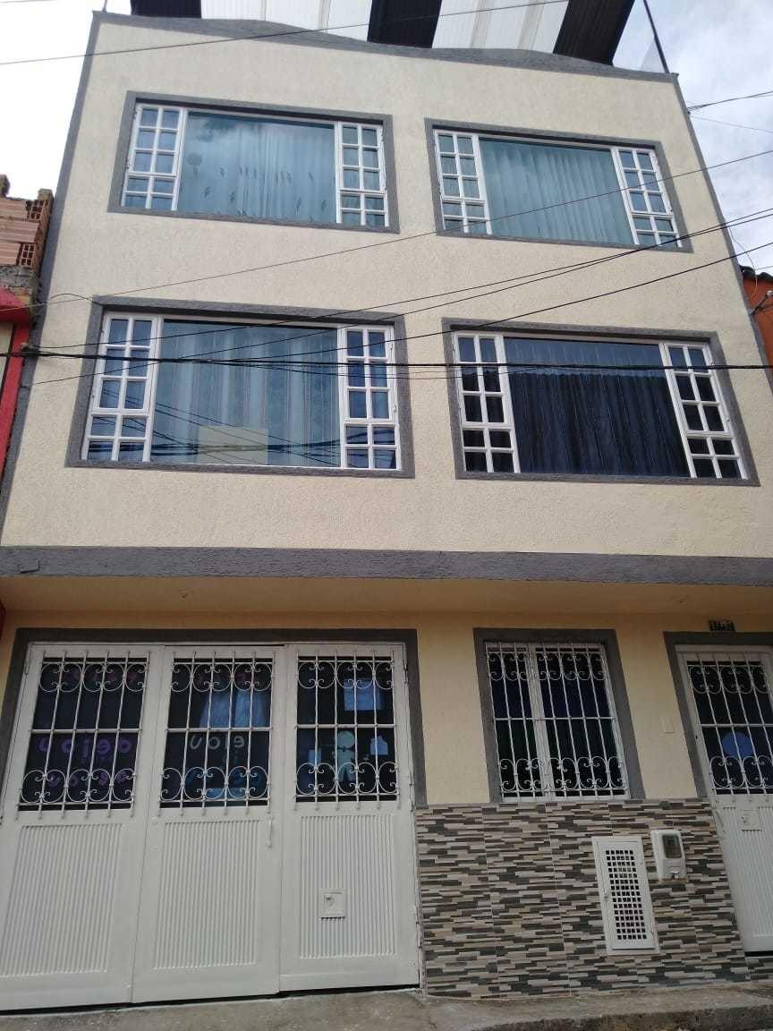 4 pisos, 5 apartamentos