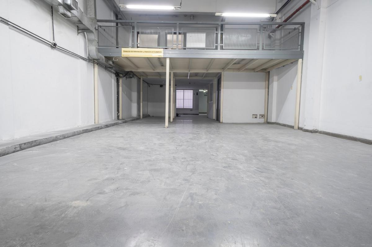 4 plantas de oficinas con entrada independiente y ascensor. local en pb