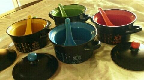 4 tazas soperas con cucharillas en porcelana