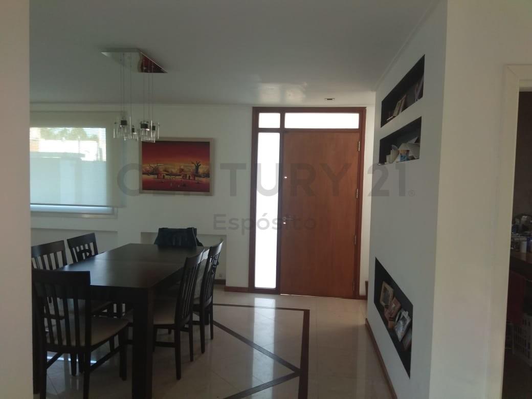 4 y 494, casa en venta, excelente estado en zona en desarrollo.