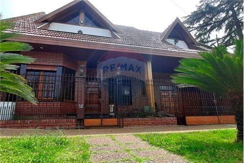 400 m2 + 4 dorm + 4 baños + quincho + piscina
