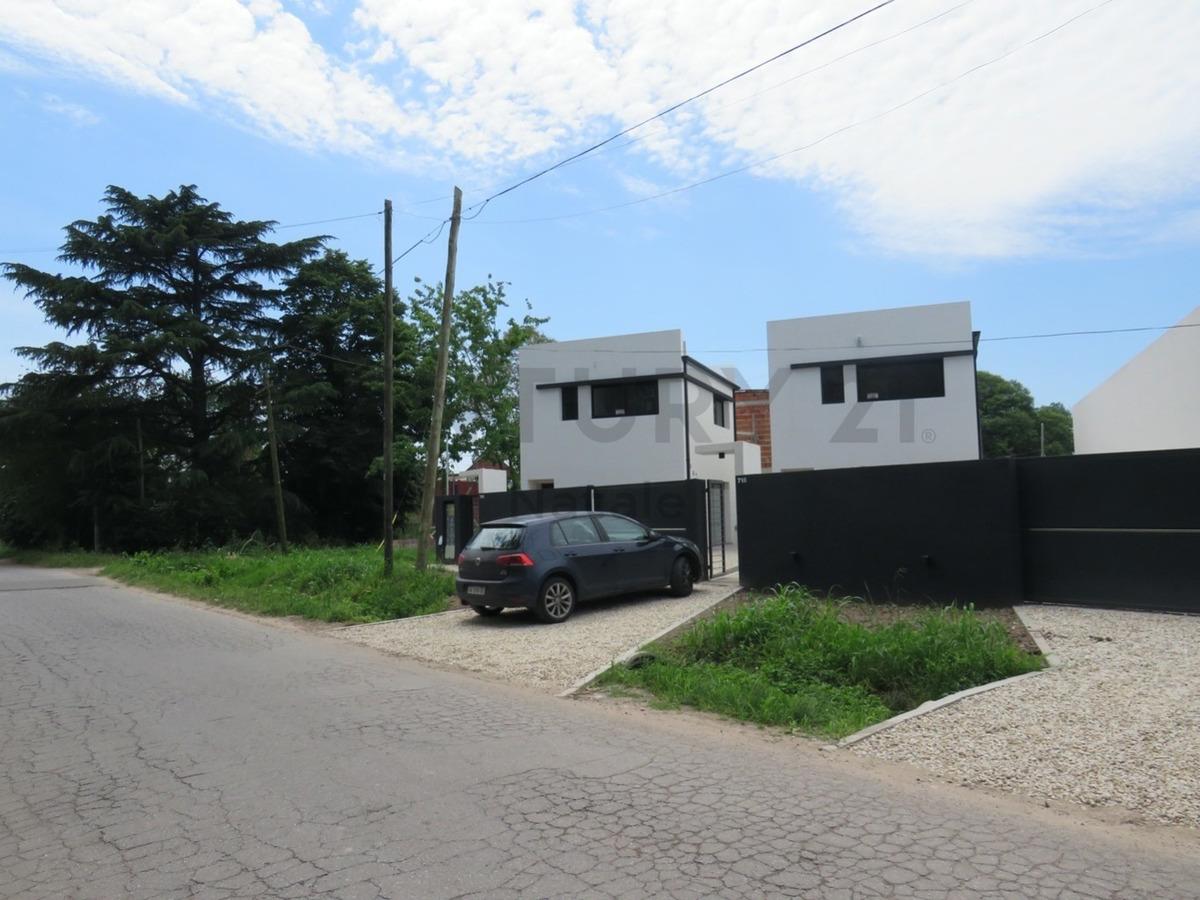 407 entre 7 y 8. casa con 2 dormitorios en venta, villa elisa.-