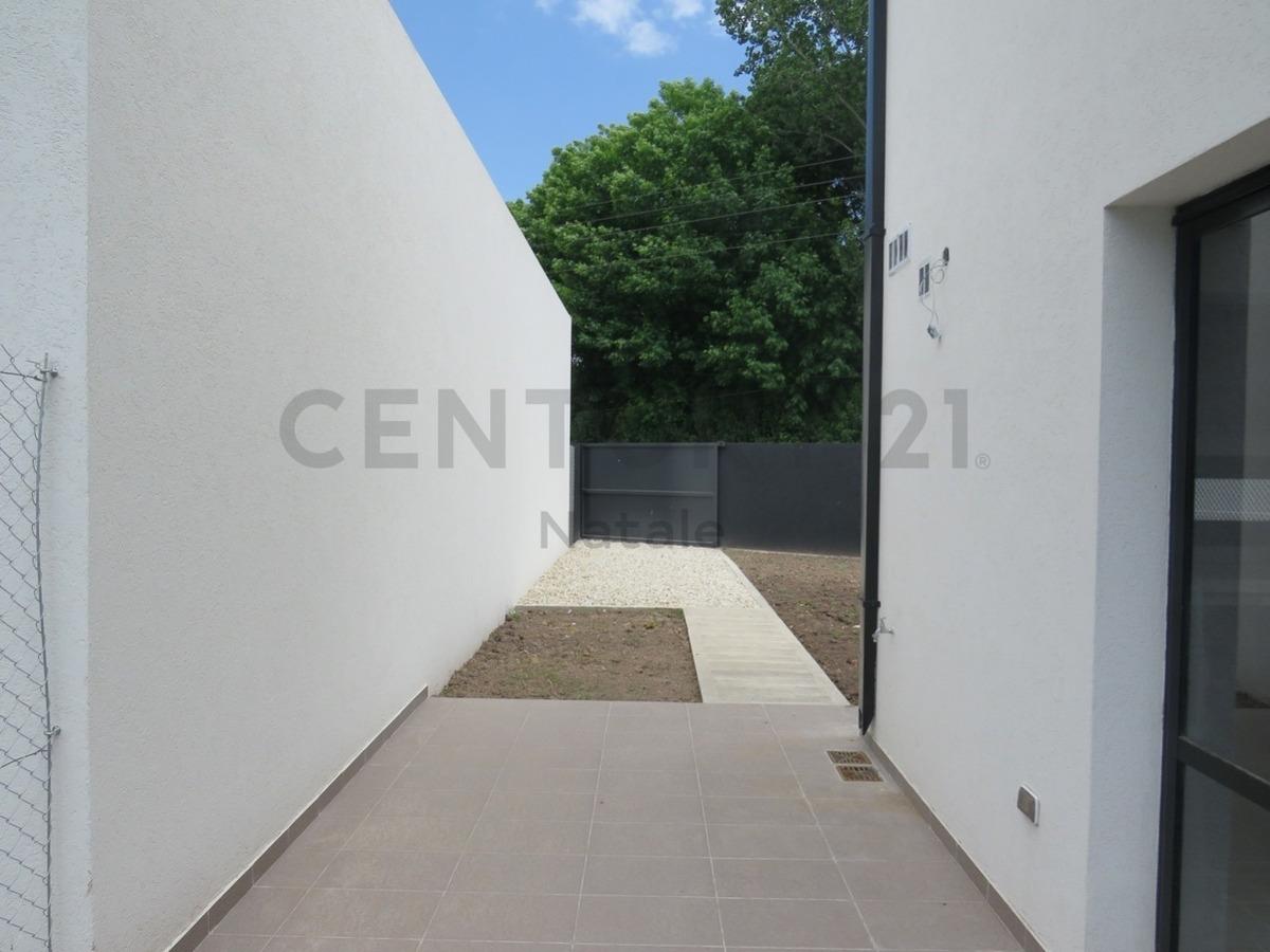 407 entre 7 y 8. casa en ph, 2 dormitorios en venta, villa elisa.-