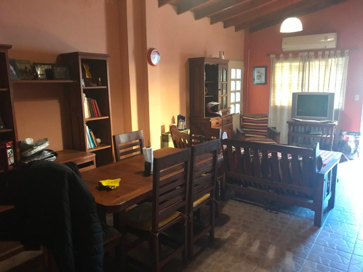 43 casa 4 amb. , jardín, garage y departamento 2 ambientes