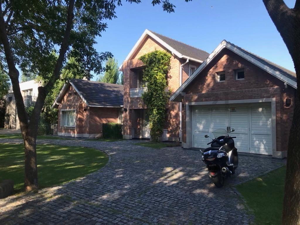 467 y 148. casa en venta en grand bell i, de 3/4 dormitorios.