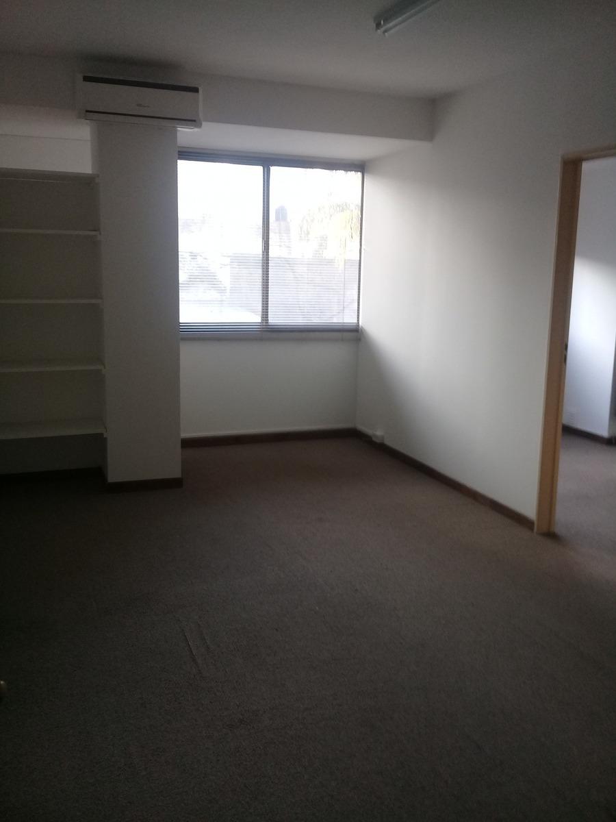 47 923, en alquiler, amplia y luminosa oficina