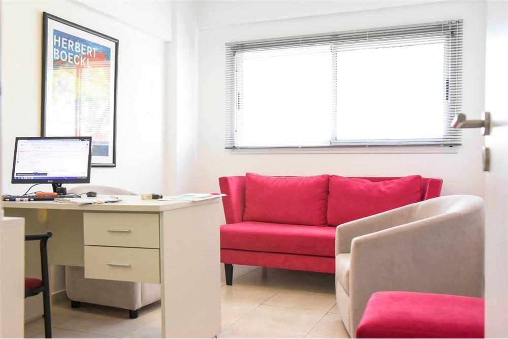 48 e/ 13 y 14 oficina de 3 escritorios y cochera