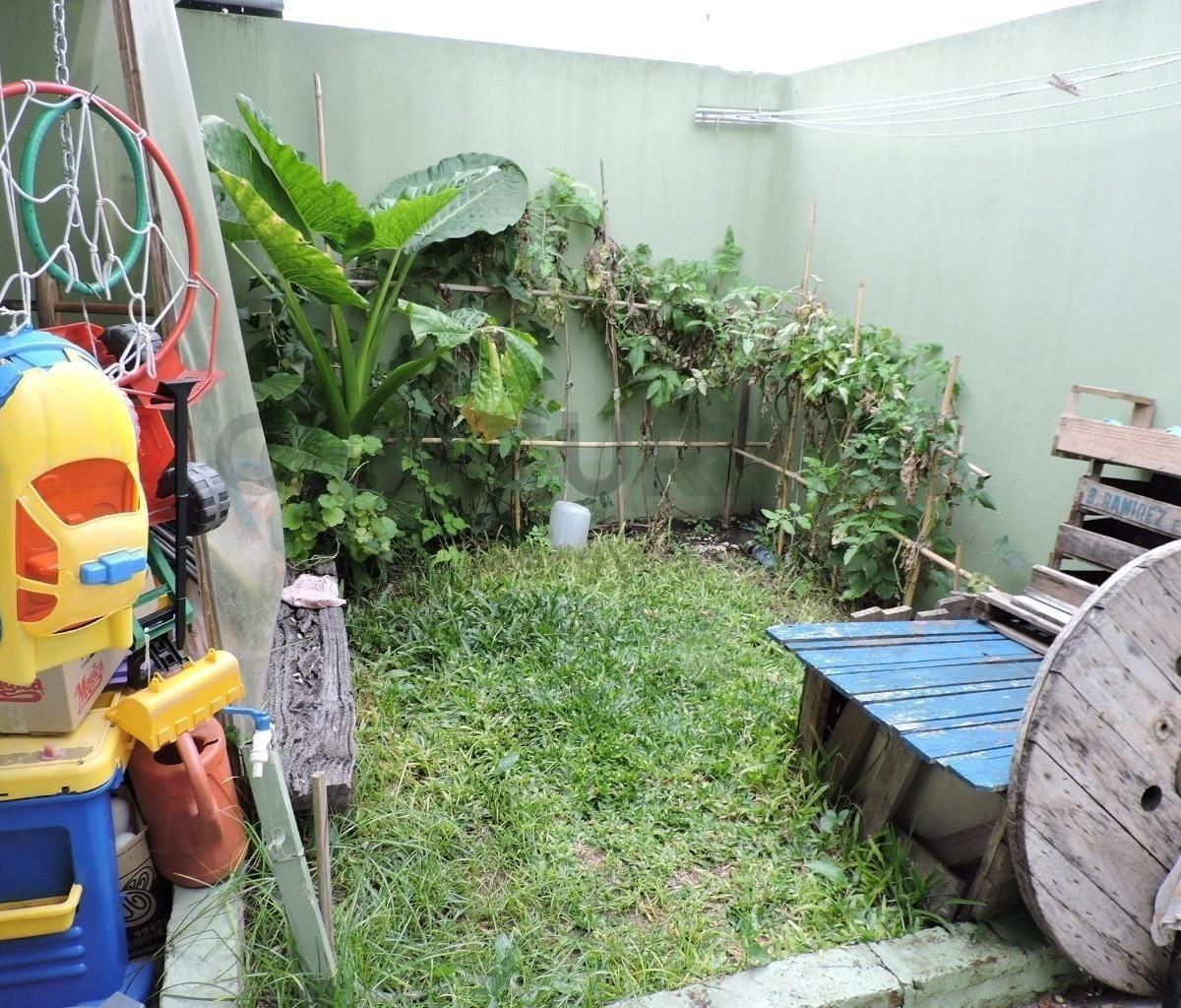 49 entre 133 y 134. casa de 4 dorm, en venta, barrio gambier.-