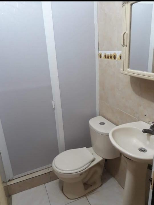 4habitaciones,2 salas, patio,1 baño,parqueadero interno.
