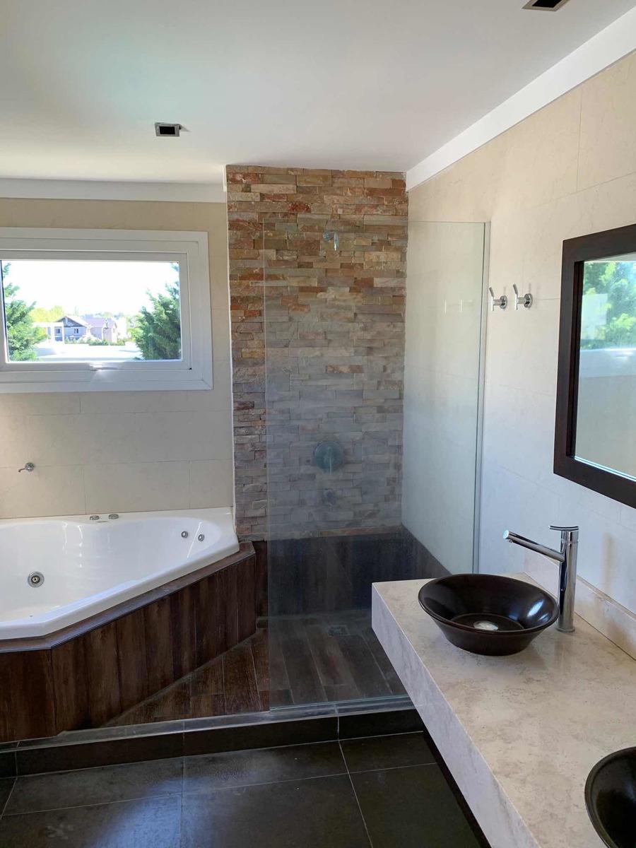 5 ambientes y 2 baños barrio rumenco