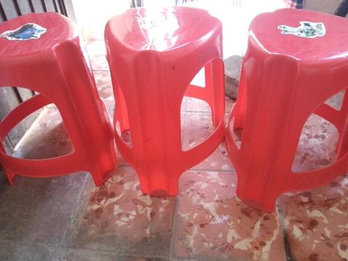 5 bancos de plastico grueso