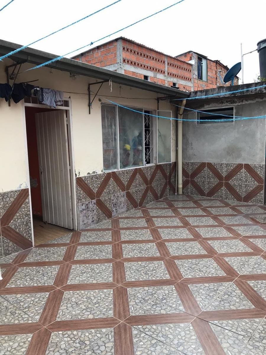 5 habitaciones, 3 baños, cocina, garaje, patio, sala comedor