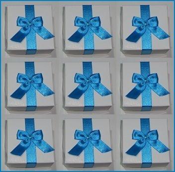 50 caixas em papel  p/doces ou lembranças 5 x 5 x 3,5 c/laço