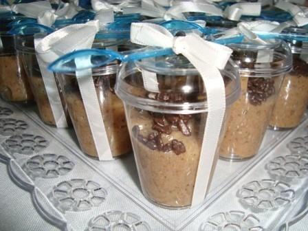 50 copinhos de acríl. tamp. p/doces 40ml e colher ou pazinha