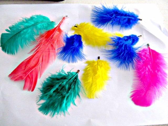 50 Plumas De Colores Engarzadas Teñidas (5 Sobres De 10) - $ 85,00 ...