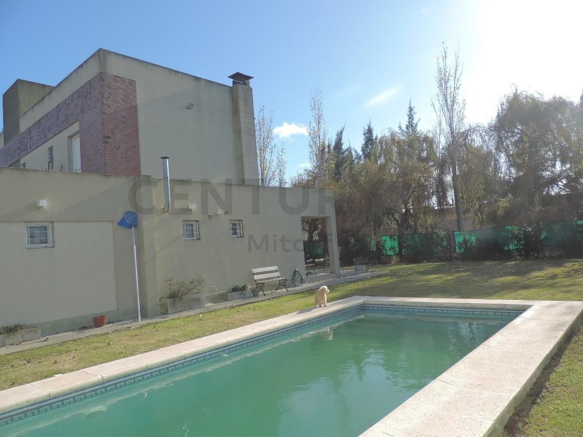 501 esq. 5. casa en venta 3/4 dormitorios en villa castells, la plata