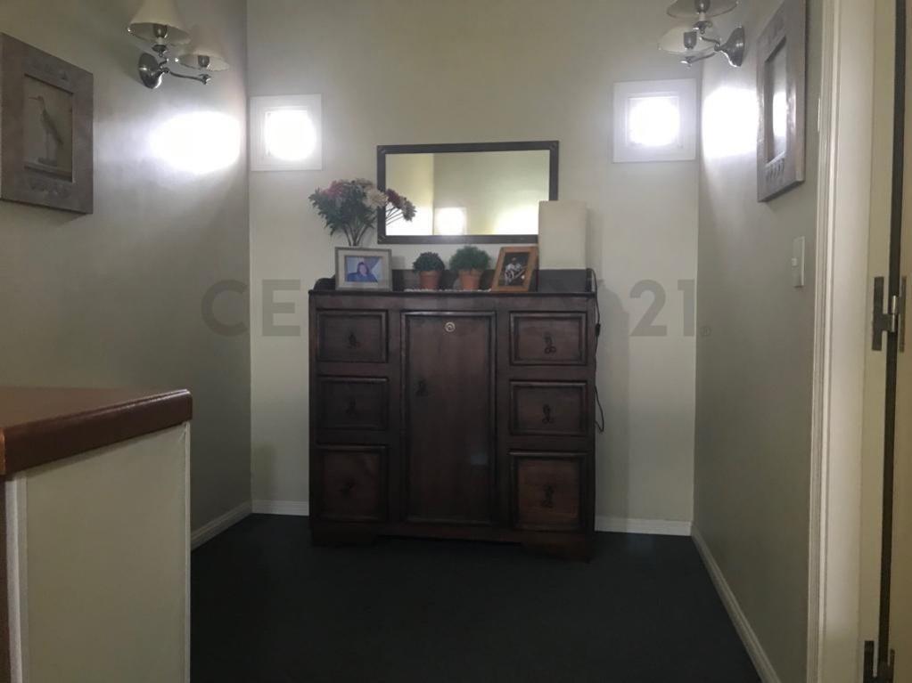 505 esquina 27. casa de 3 dorm en venta,barrio cerrado. gonnet