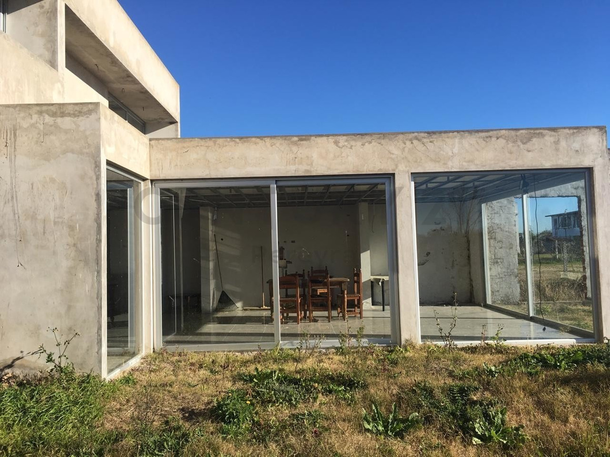 55 e/ av. montevideo y 179.casa con 3 dormitorios a terminar en venta, los talas