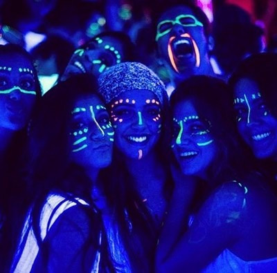 6 crayones pintura fluoresce neón maquillaje fiestas disfraz