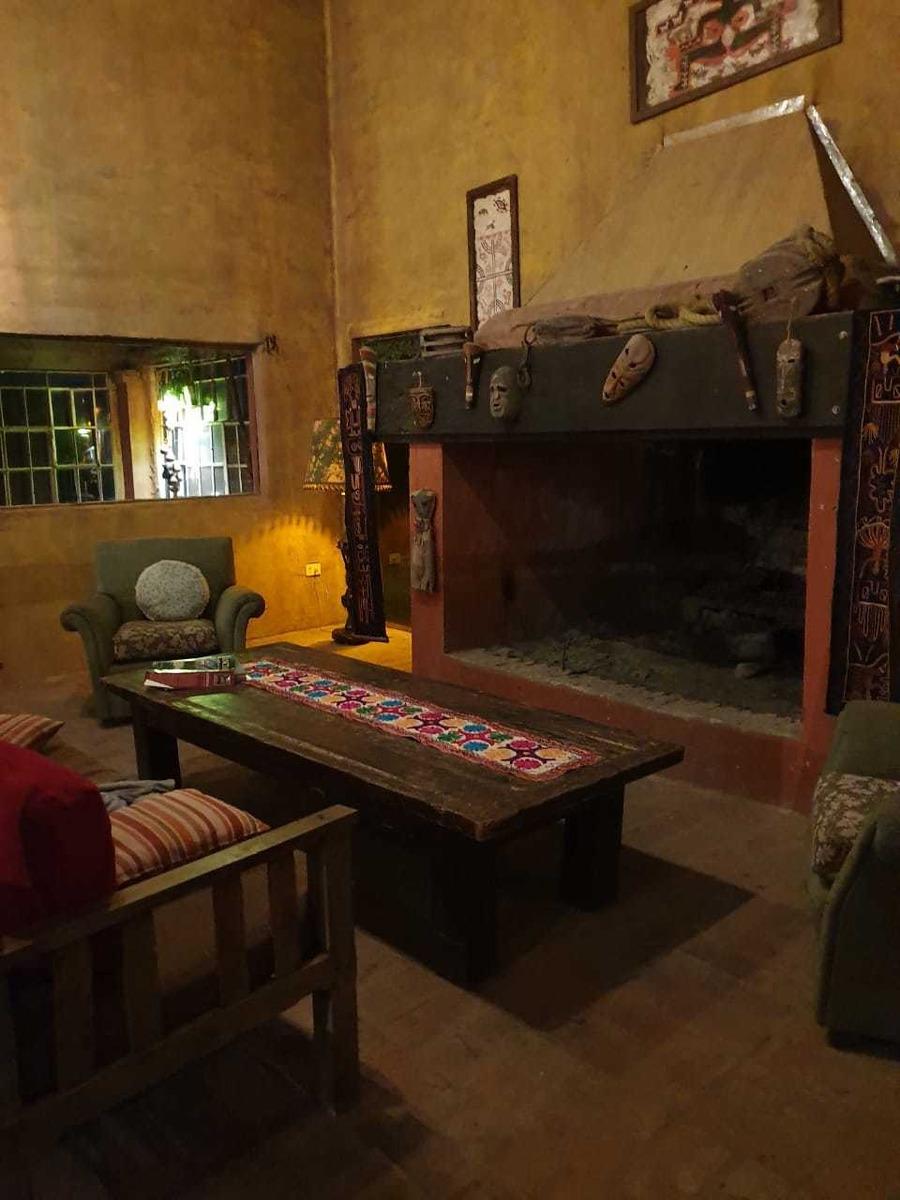 6 habitaciones y casa de 3 ambientes mas pulpería de  200 m2