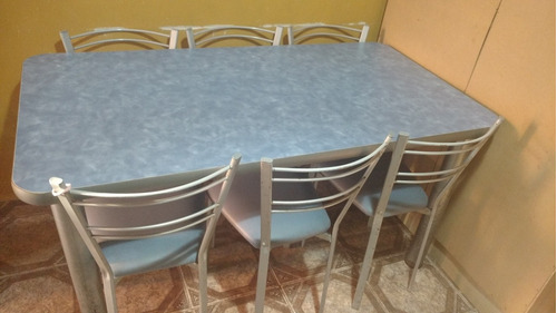6 sillas y una mesa