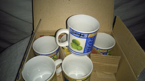 6 tazas chicas de cafe en caja de porcelana chinas- permuto