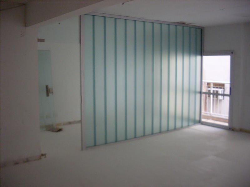 60m , 1 despacho y planta libre, equipos de a.a. e iluminación.