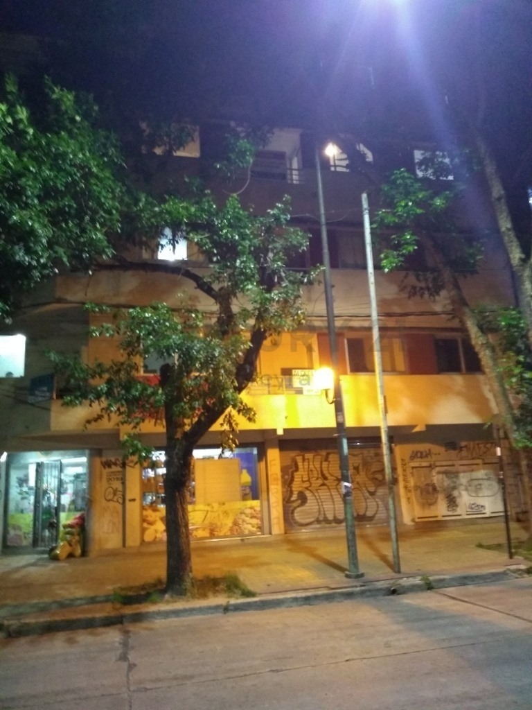 66 y 18. departamento de 80 m2 con dos habitaciones, la plata.-