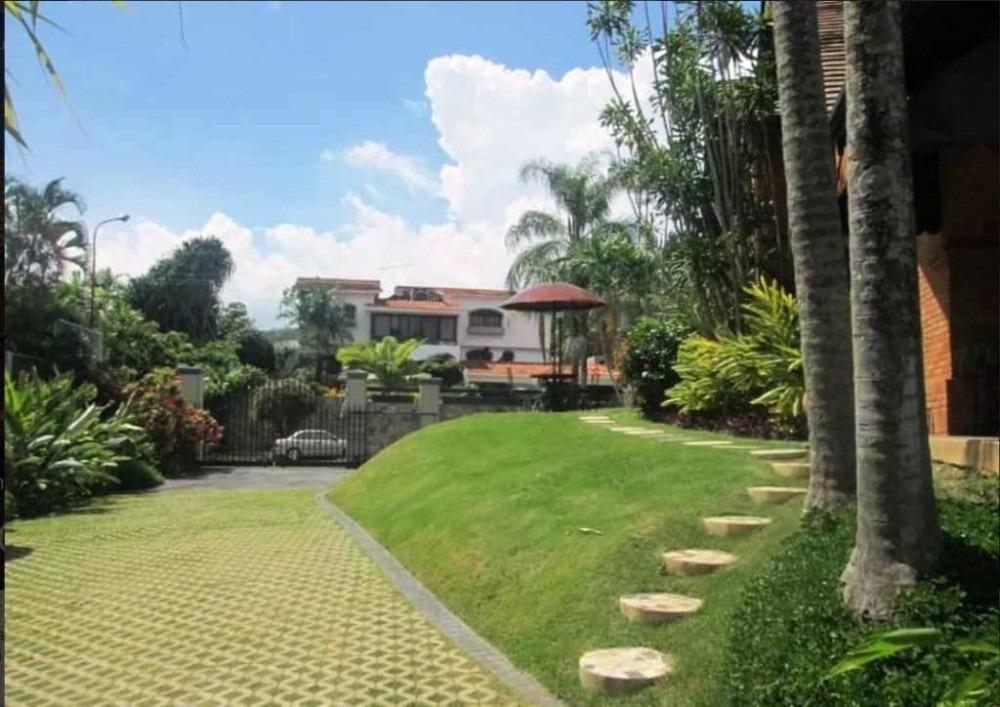 709m2, espectacular casa en venta en guataparo country club