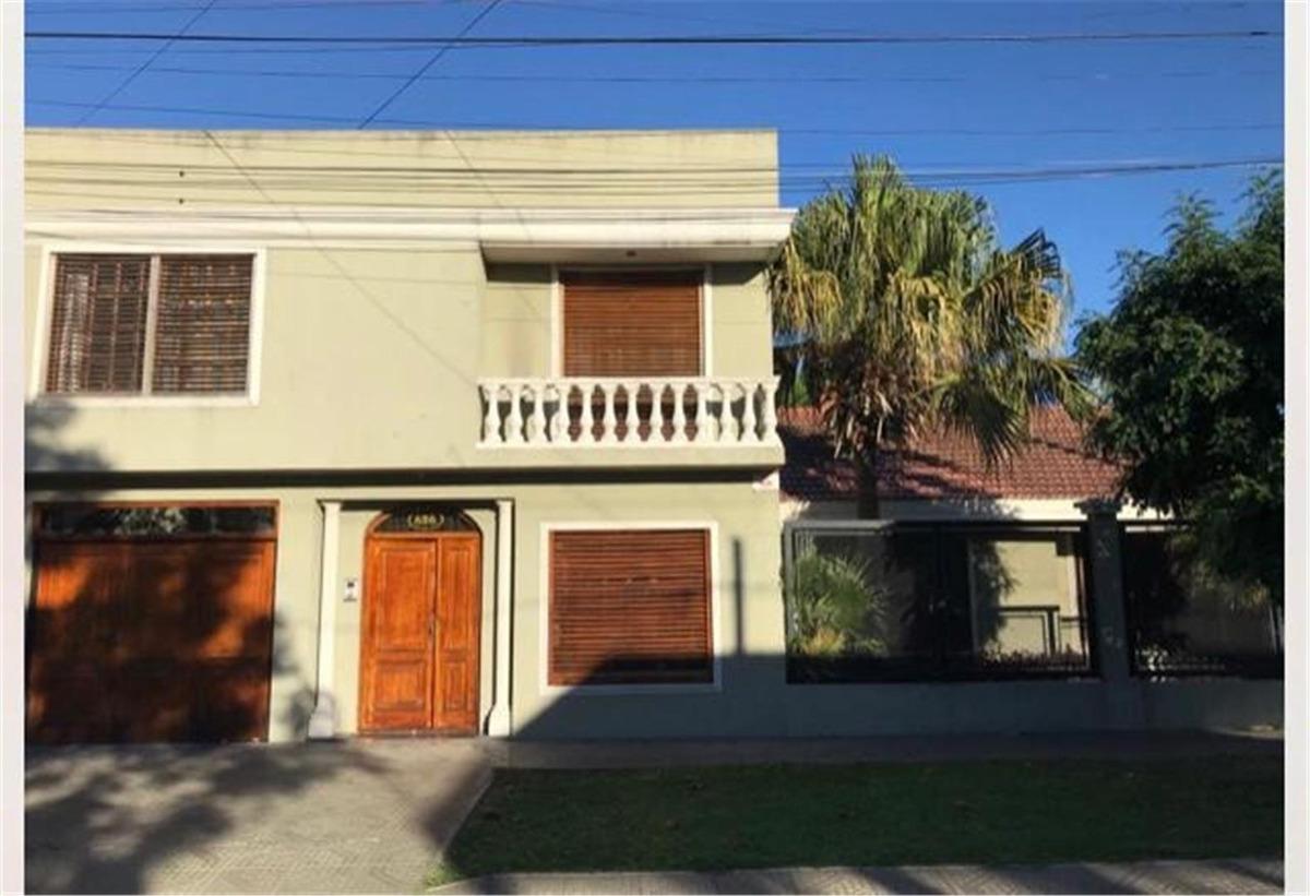73 e/ 8 y 9: casa en venta de 4 dormitorios