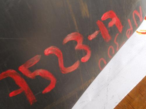 7523 fascia delantera nissan np300 detalle indicado