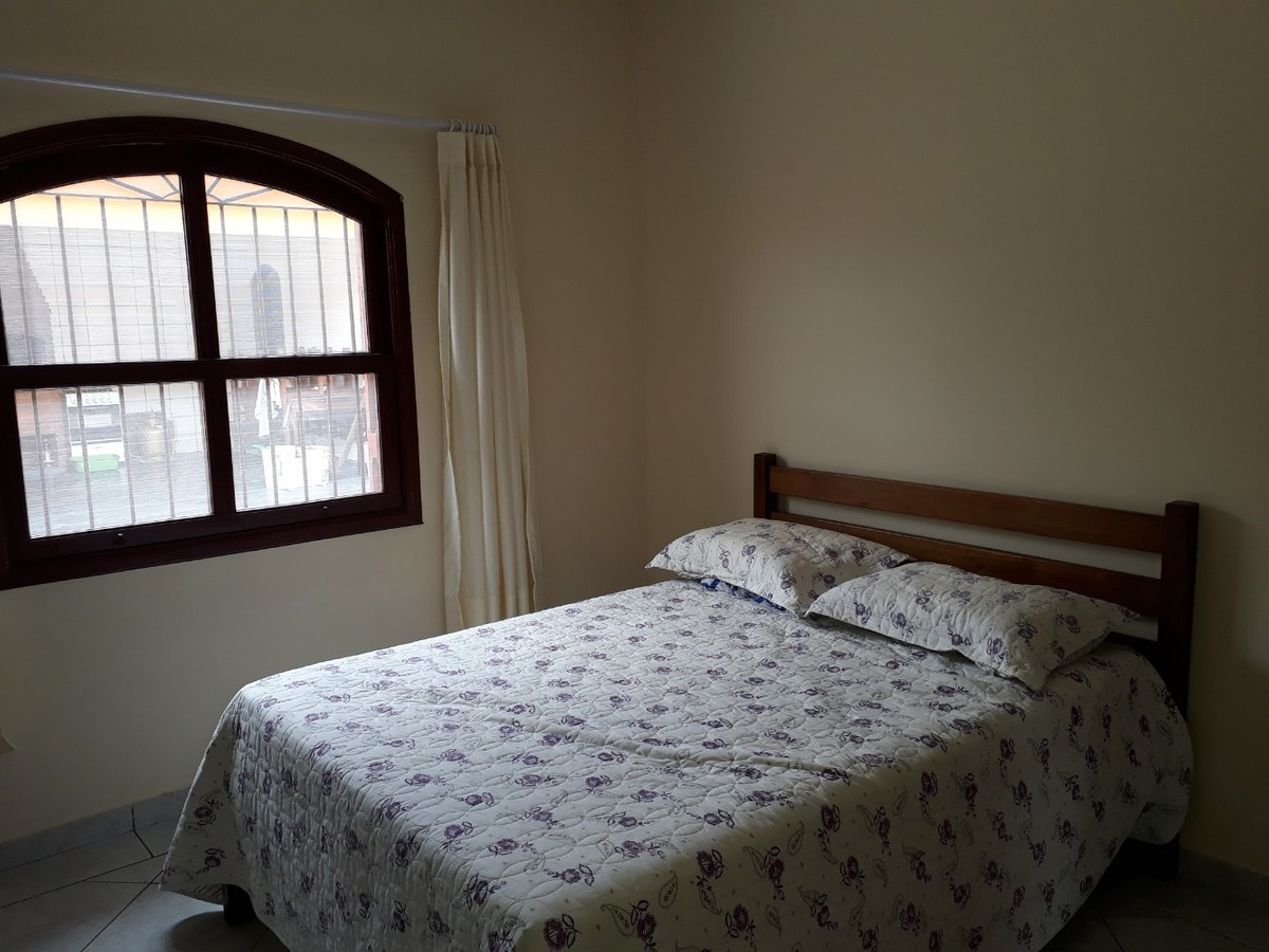 763- casa á venda com 359 m², 3 dormitórios e churrasqueira.