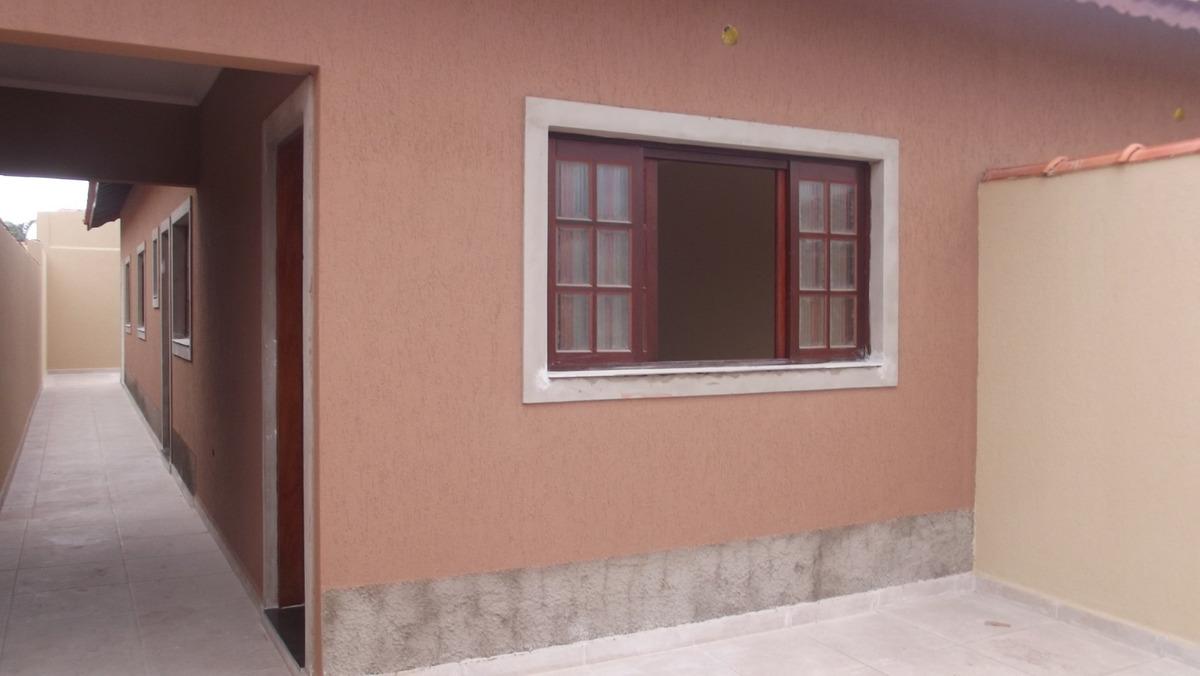 781- casa á venda com 65m² sendo 2 dormitórios e 1 suite.