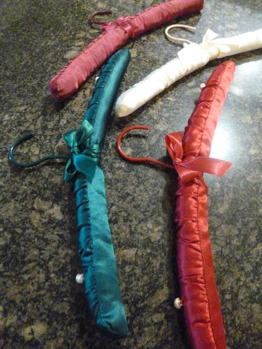 8 ganchos satinados acolchados / ropa para mujer