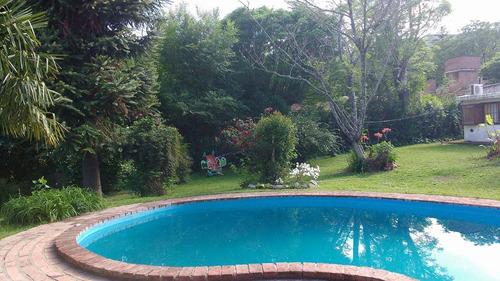 8 personas con piscina