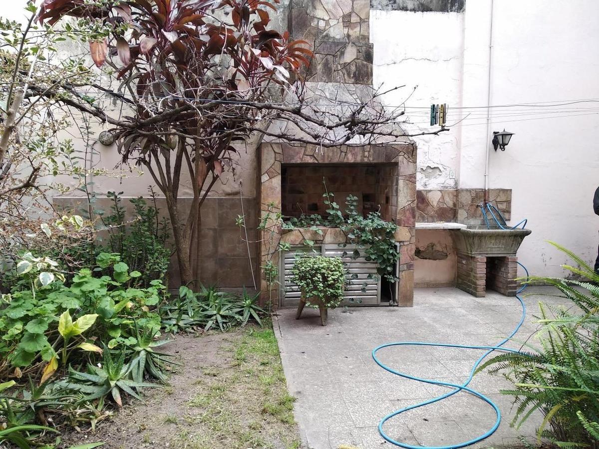 9 de julio 2000 casa con jardin