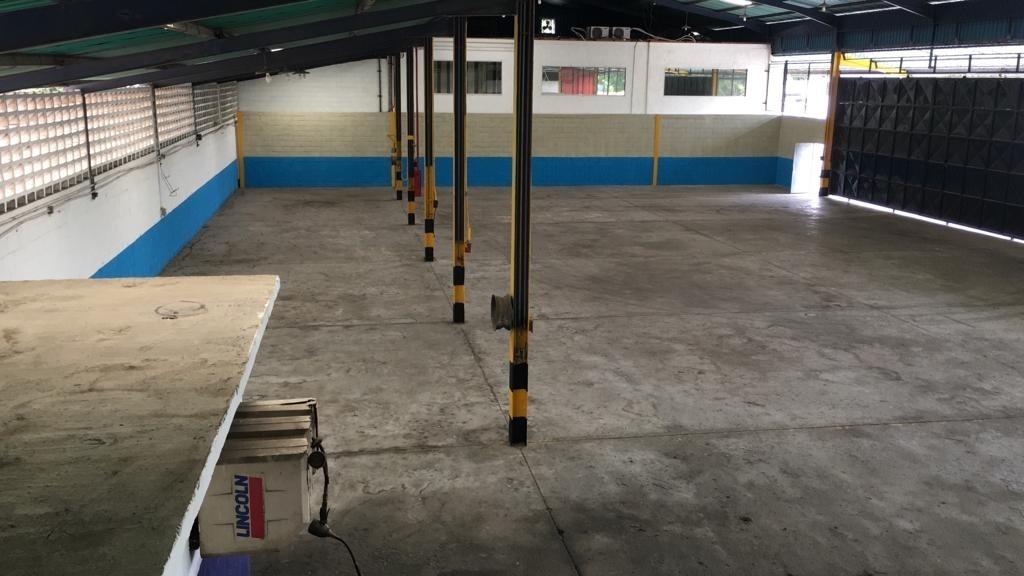 924m2 galpón en alquiler en zona industrial castillito