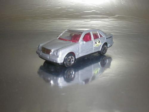 ( L - 110 ) Matchbox Miniatura Do Mercedes Benz E-class