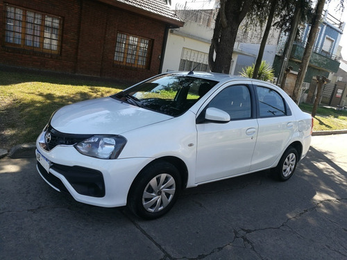 Toyota Etios 1.5 Xs 4 Puertas 2017 Excelente Permuto