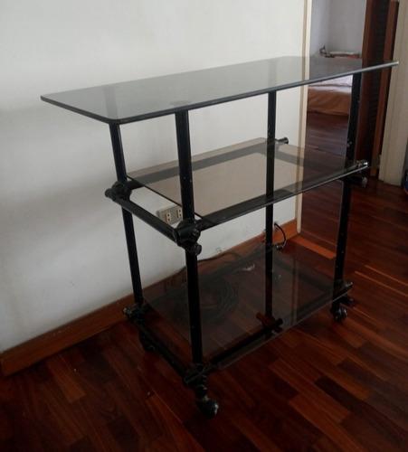 Mesa Con Estantes De Vidrio Y Ruedas