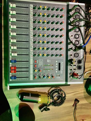 Mesa De Som Com Microfone Condensador Semi Novos