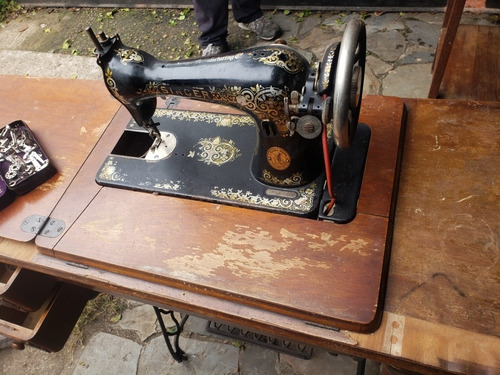 Máquina De Coser Singer Tela Costura Costurera Hilo Tejido