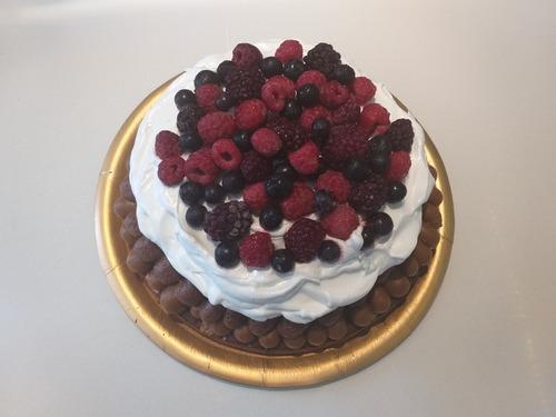 Torta Mousse De Chocolate, Merengue Y Frutos Rojos. Belgrano