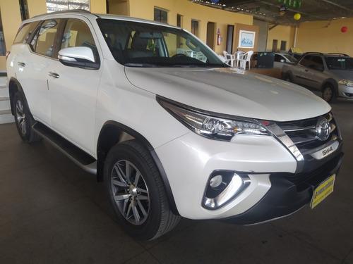 Toyota / Hilux Sw4   Srx 2.8 4x4  Aut 7 Lug