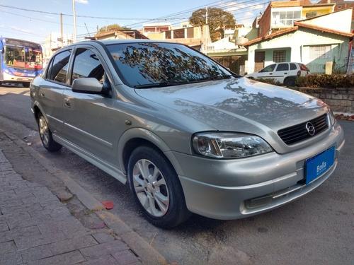 Astra Sedan 2001 1.8 Milenium 4p